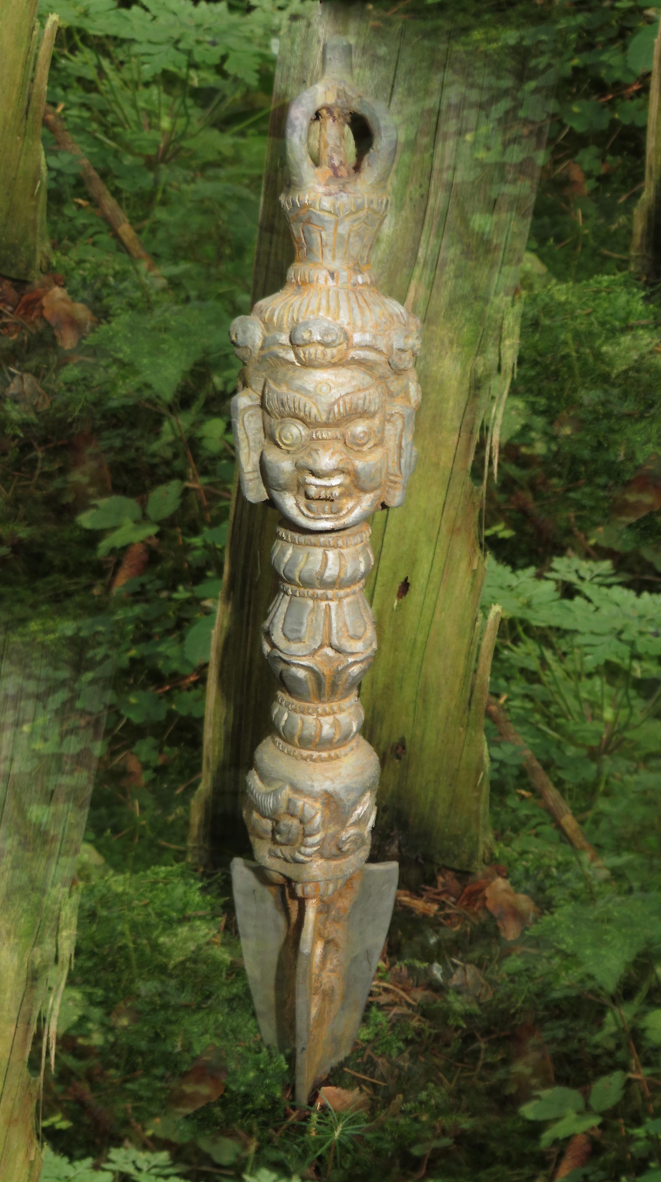 Phurba. Dämonen-Banner. Dämonen-Dolch. Stimme der Seele. Schamanische & Spirituelle Energiearbeit. Claus Heckl.